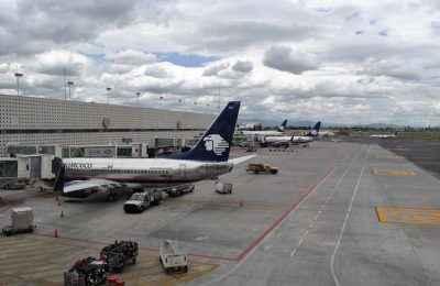 Aeropuerto_Internacional_de_la_Ciudad_de_México_-_Terminal_2_-_Hangar-1000x666