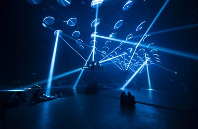 SKALAR, exhibición que explora el impacto de la luz y el sonido