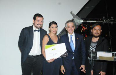 """Arquitectos ganadores del concurso """"Menos cajones, más ciudad"""" reciben reconocimiento"""