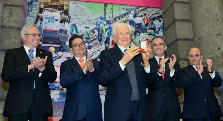 Enrique Tamez recibió el Premio de Ingeniería Ciudad de México