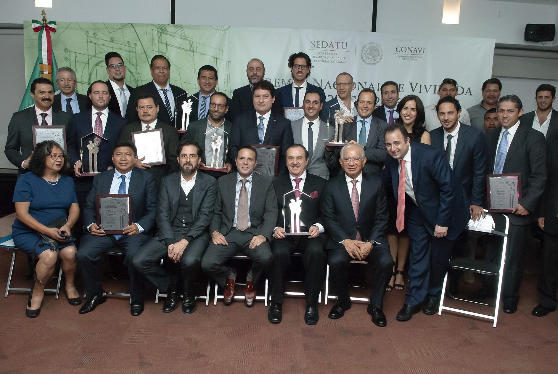 Ellos son los galardonados del Premio Nacional de Vivienda