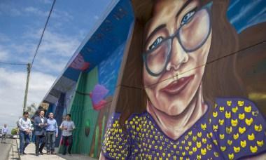 Jóvenes pintan mega mural en Tijuana