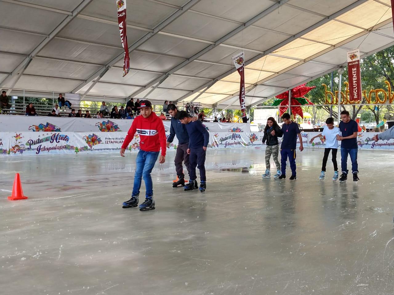 Iztapalapa instala pistas de patinaje en zonas rezagadas