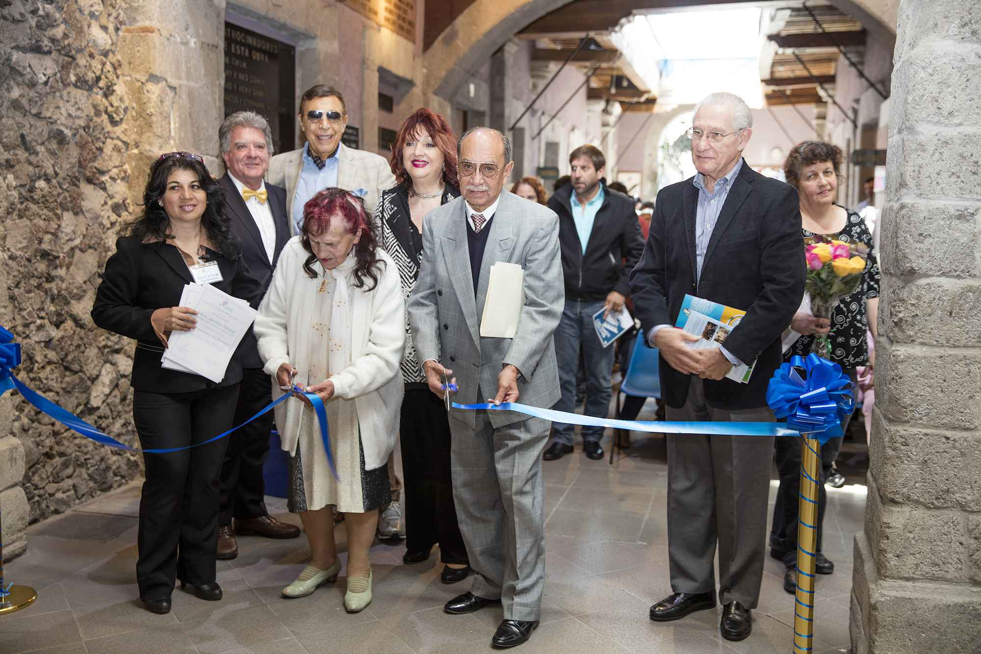 Inauguran exposición fotográfica ´'Vecindades y sus personajes'