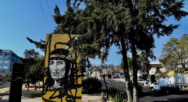 Colocan esculturas históricas en Avenida Aztecas