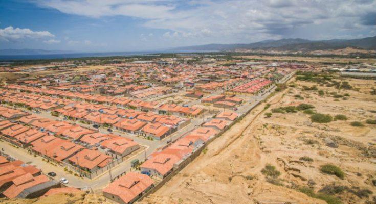 Analizan expertos problemática de las viviendas 'sin ciudad'