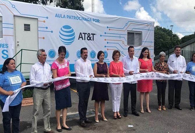 Inauguran aulas móviles en Mérida para combatir rezago