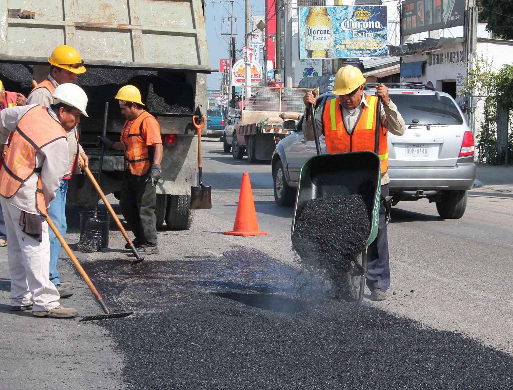 Avanza programa de bacheo en el Estado de México