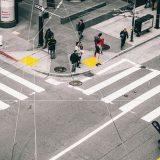 Buscan que vehículos circulen a un máximo de 30 km/h en ciudades