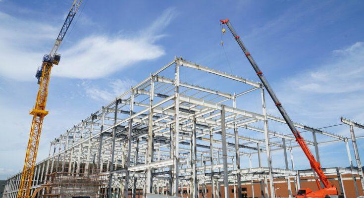 Cae construcción de espacios industriales en México