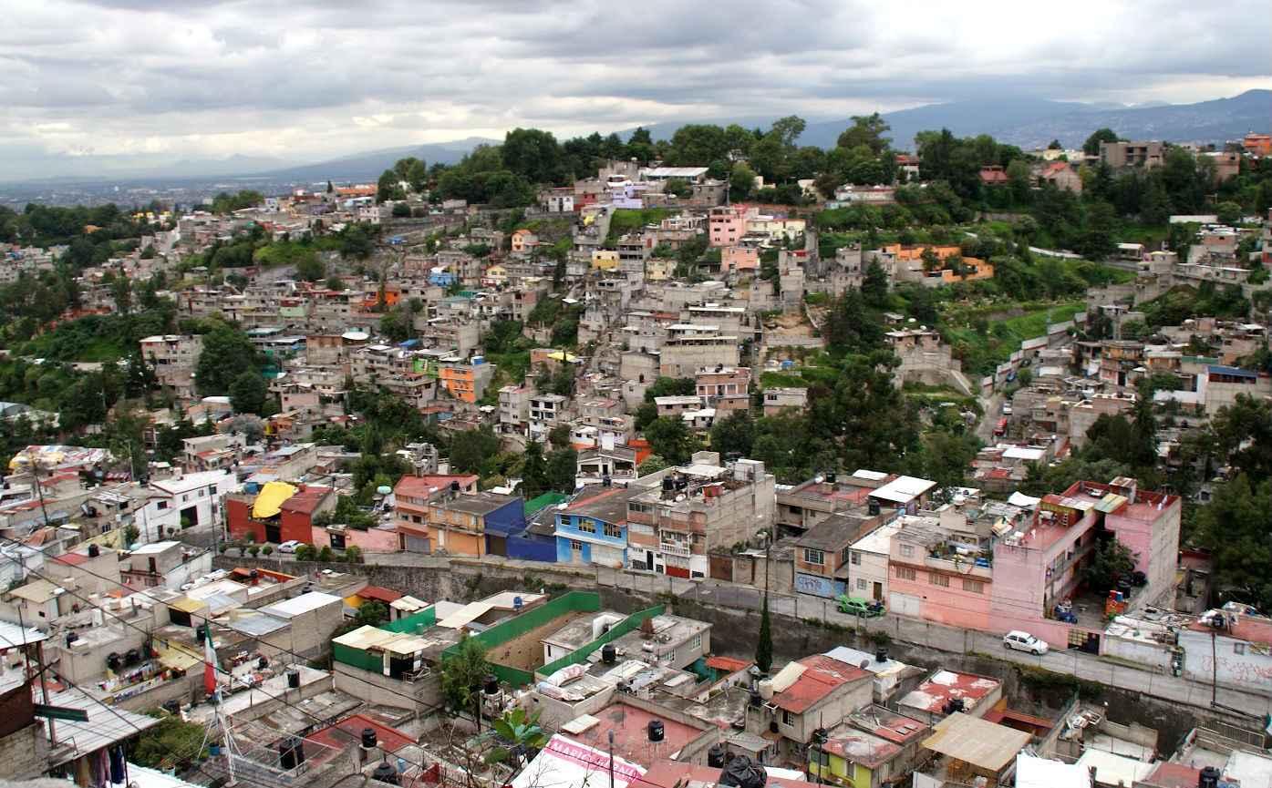 Entrega Fonhapo certificados para reubicar viviendas en riesgo
