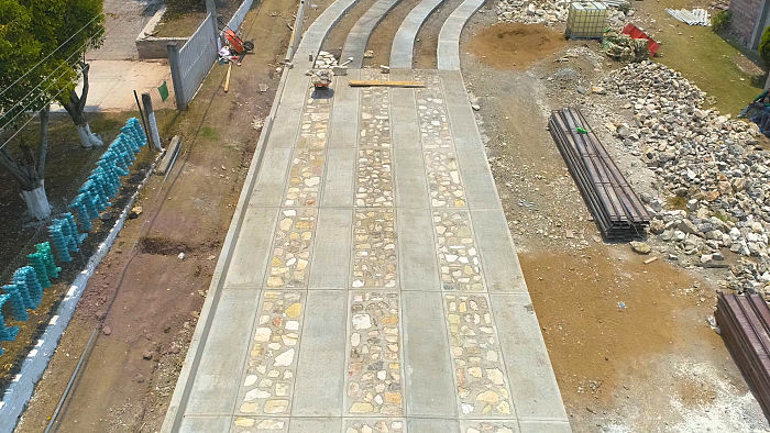 Cemex participa en la construcción de caminos en Oaxaca