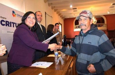 Entregaron 423 escrituras en Chihuahua