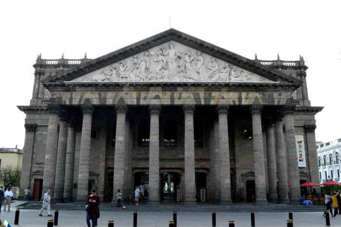 Concluyen trabajos de restauración de columnas del Teatro Degollado en Jalisco