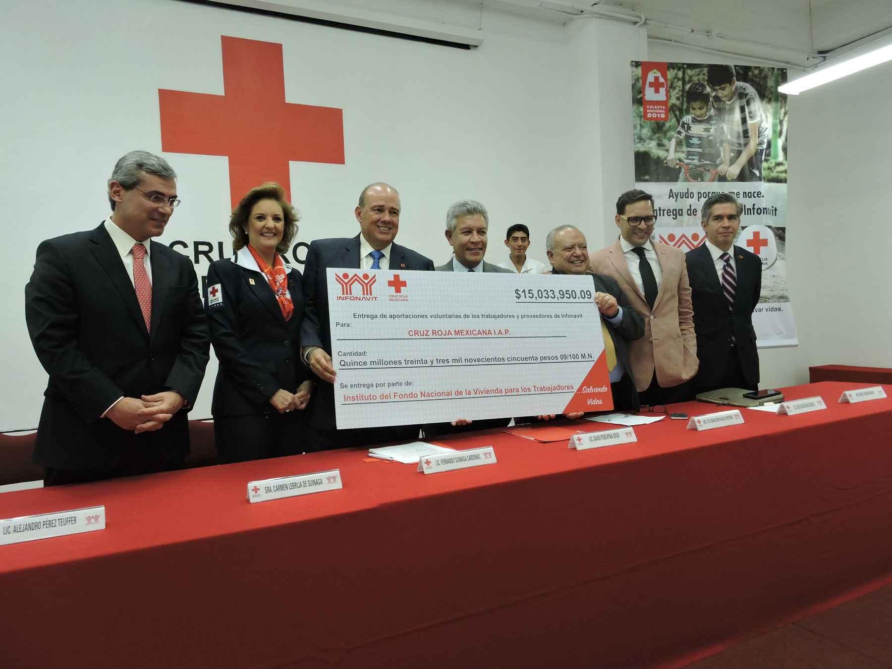 Infonavit entregó 15 mdp a la Cruz Roja Mexicana