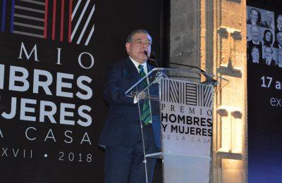 Mario Di Constanzo es reconocido en la XVII entrega de los premios HyM