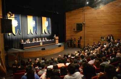 UNAM rinde homenaje a Teodoro González de León