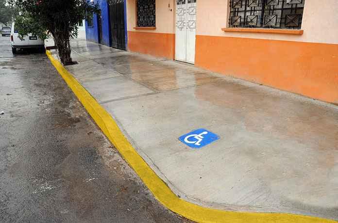 Venustiano Carranza rehabilitará banquetas en 35 colonias