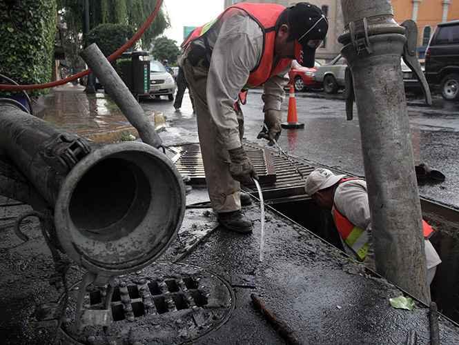 Edomex realiza limpieza en más de 5,000 km de colectores, cauces y barrancas