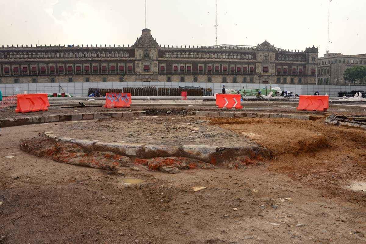 Descubren Zócalo de la CDMX en donde se erigiría el Monumento a la Independencia