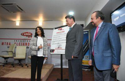 Alejandra Barrales presentó propuestas a la CMIC