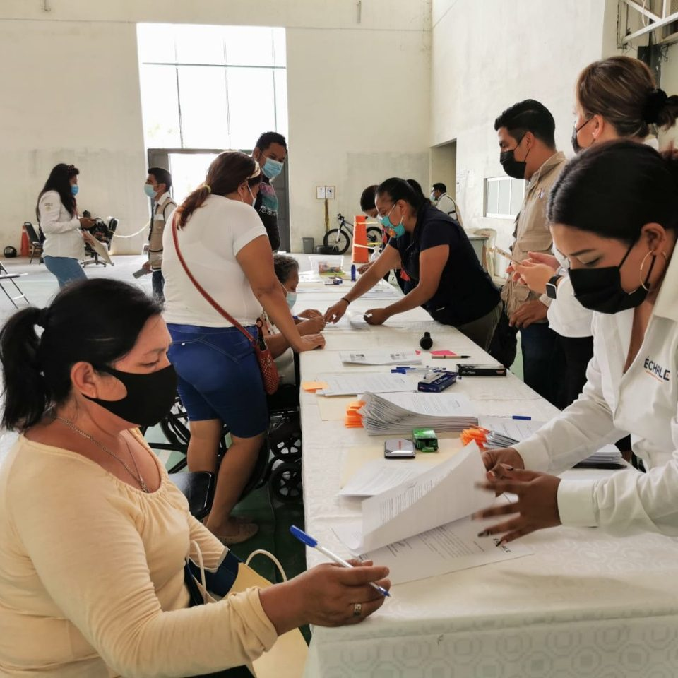 Entregan apoyos de vivienda a familias del Istmo de Tehuantepec