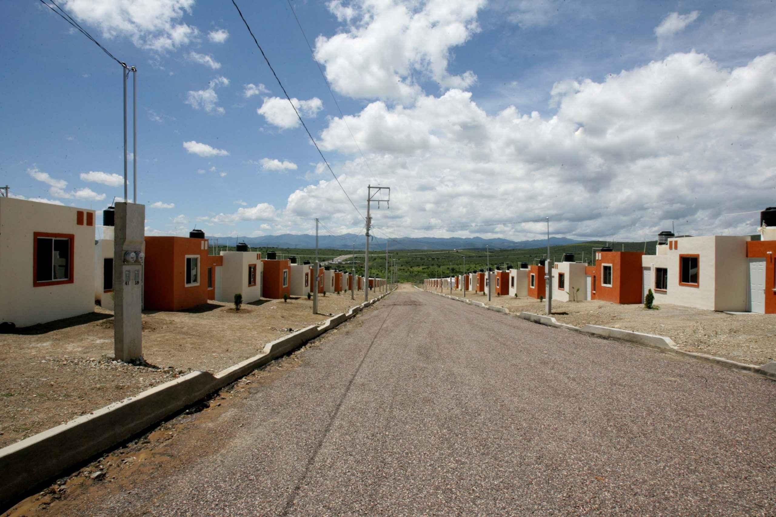 Necesarias, sinergias con banca y gobiernos para resarcir rezago en vivienda: Fonhapo