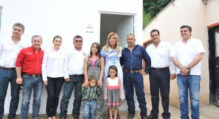 Entregan Cuartos Rosas en municipios de Sonora