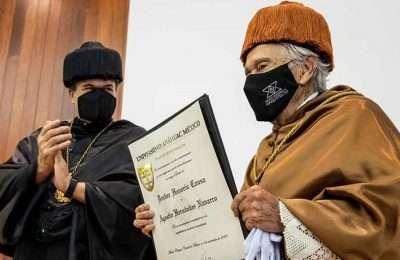 Entregan doctorado honoris causa al Arq. Agustín Hernández Navarro