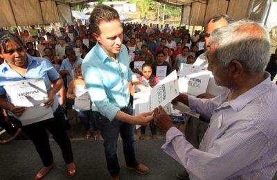 Familias de Huehuetán damnificadas por 'Stan' reciben escrituras