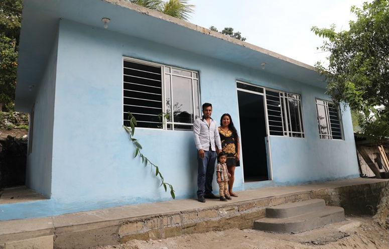 Entregan primeras 100 viviendas a familias campesinas de Veracruz