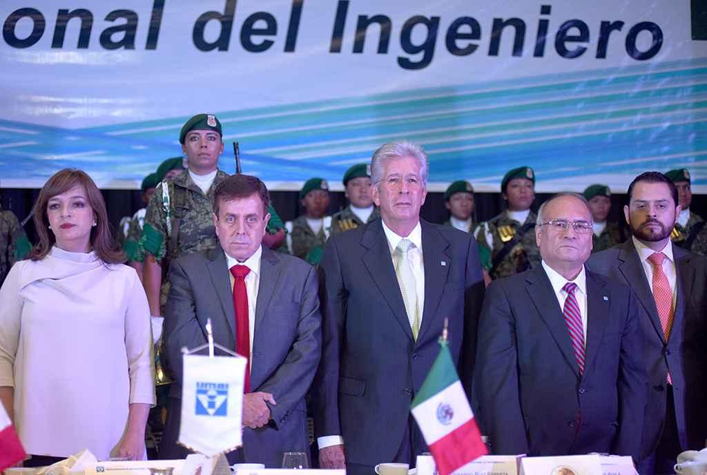 SCT reconoce labor de los ingenieros mexicanos