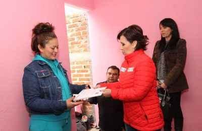 Entrega Rosario Robles cuartos adicionales en Zacatecas