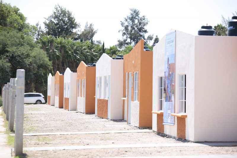 Entregan 65 viviendas en Guanajuato
