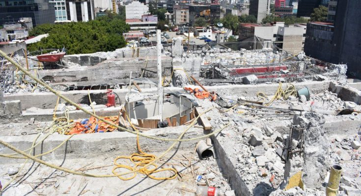 Venden relojes para reconstruir a la Ciudad de México
