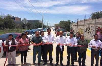 Pavimentan vialidades en Puebla