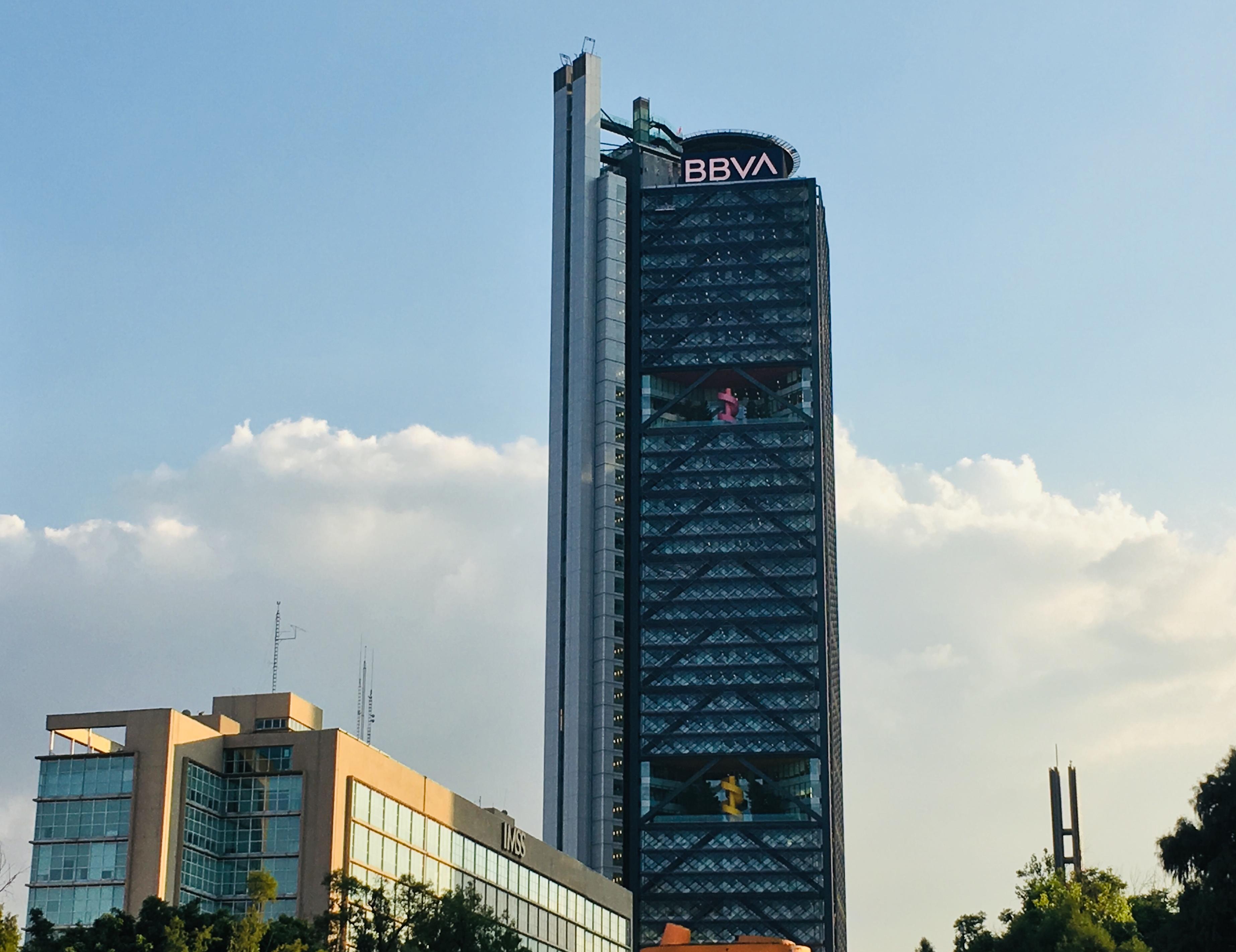 BBVA renueva la imagen de sus 1,000 edificios en el mundo