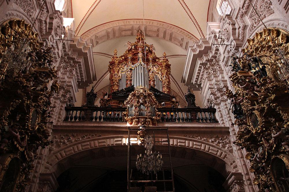 INAH atiende a la Parroquia de Santa Prisca en Taxco