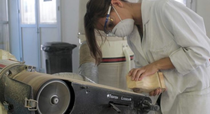 Estudiantes de la UAQ diseñan mobiliario urbano con material reciclado