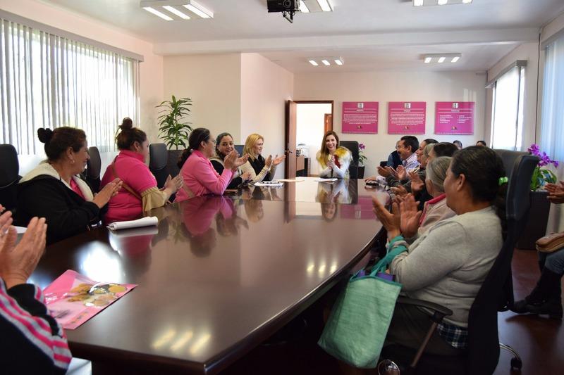 Entrega IVEM acciones de mejoramiento para mujeres
