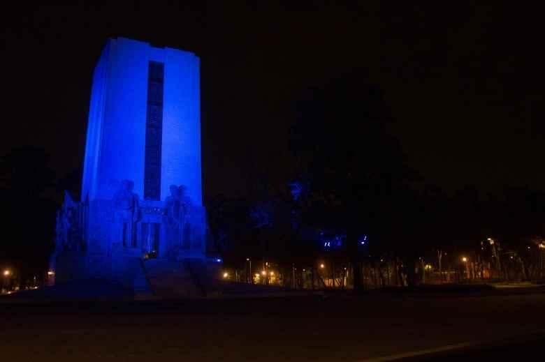 Iluminación arquitectónica envuelve al Monumento de Álvaro Obregón