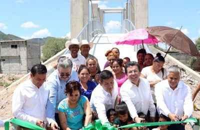 Entrega Fondo Minero puente peatonal en Durango
