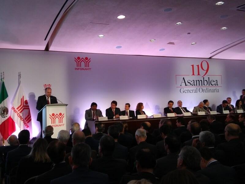 Infonavit-Asamblea-Gustavo de Hoyos-