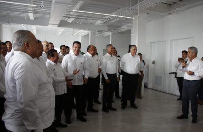 Infonavit inaugura 12 Centros de Servicios