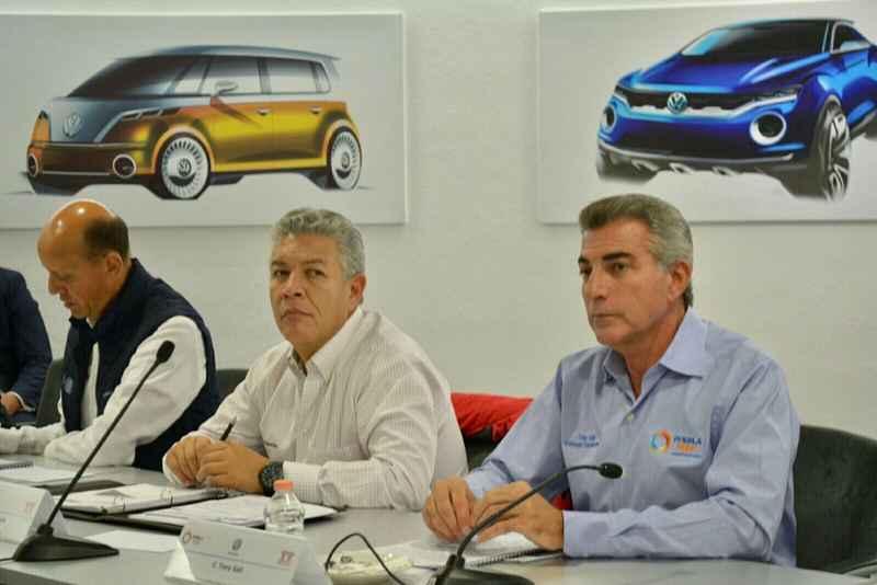 Firman Infonavit y Volkswagen convenio de colaboración