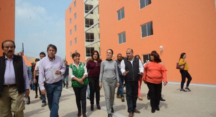 Gobierno de la CDMX entrega 223 viviendas en beneficio de 892 personas