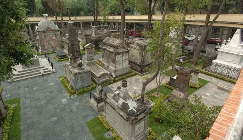 Libro presenta análisis del Panteón de San Fernando como ciudad
