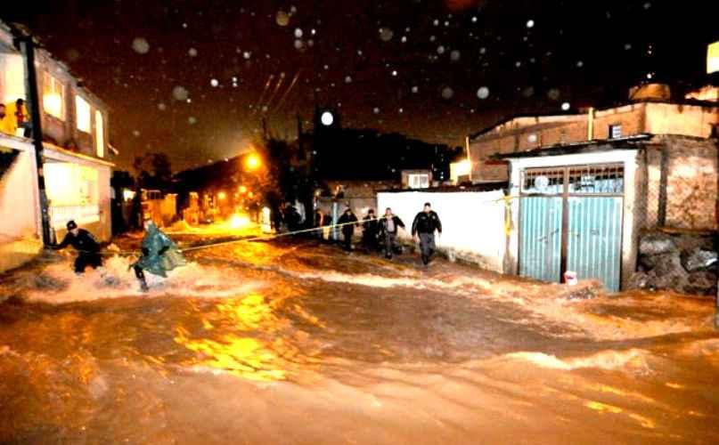 Ante lluvias ALDF urge a Gobierno de CDMX atender viviendas en riesgo