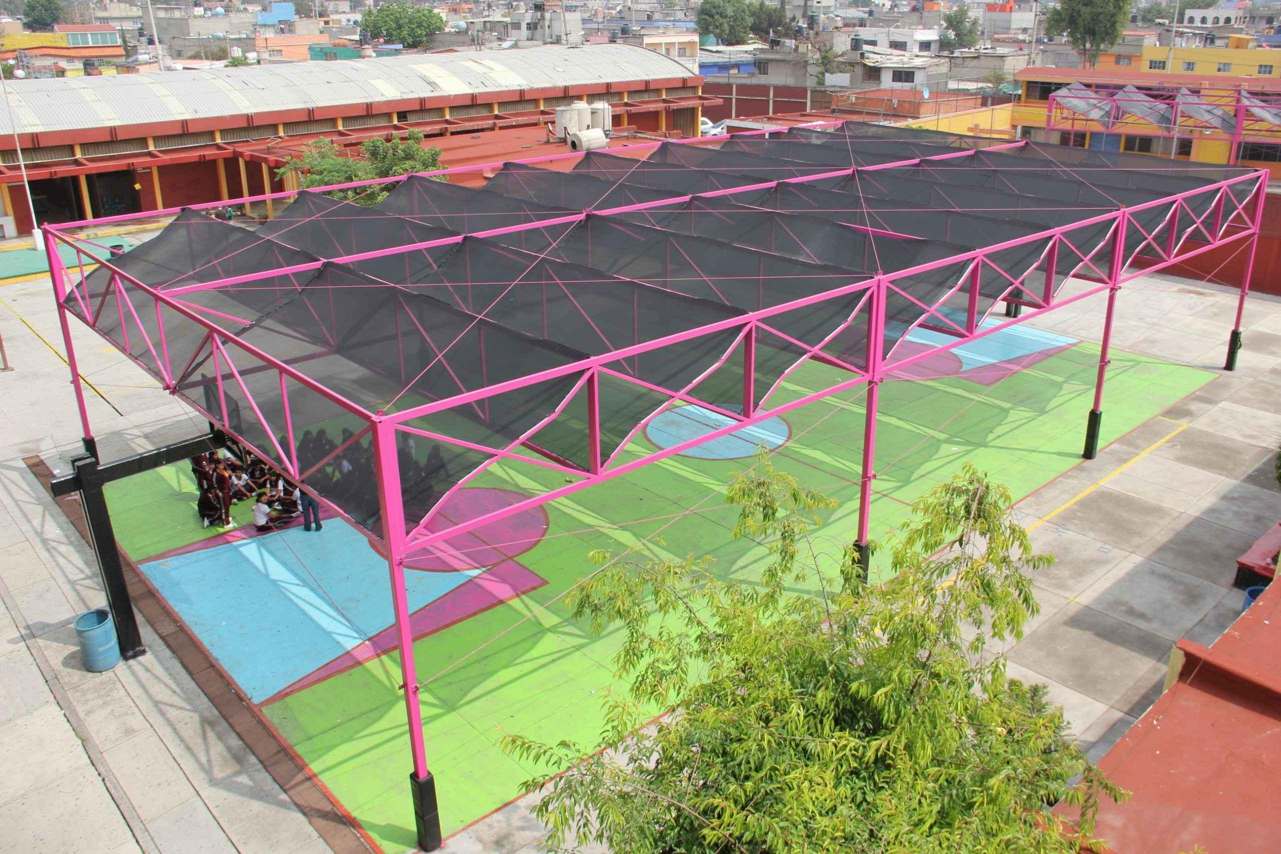 Colocan mallas para protección solar en escuelas de la GAM