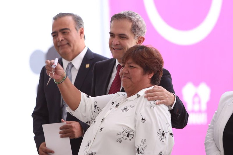 Entregó Invi 227 viviendas en Coyoacán